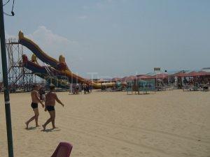 Горки на пляже в Витязево